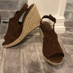 Brown suede fringe wedge sandal, new
